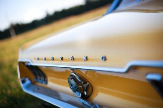 Битва в американском стиле - Camaro против Mustang