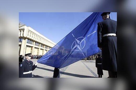 Дипломат: НАТО помогает не стать мишенью