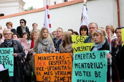 """Związki zawodowe oświaty """"pożegnały"""" ministra"""