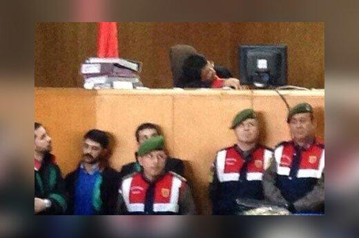 Турция: судья и прокурор заснули на политическом процессе