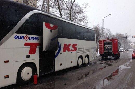 Kaune užsiliepsnojo keleivius vežęs autobusas