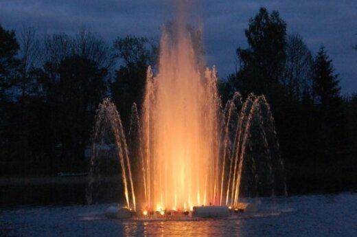 Ančios ežere įrengtas fontanas (Lazdijų raj.)