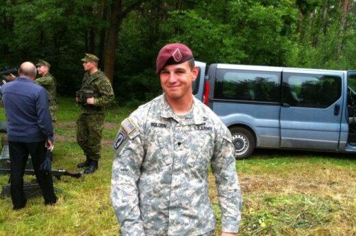 Lietuvoje viešintys NATO kariai: realybėje ne viskas kaip kariniuose filmuose