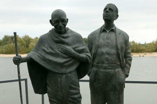 Правнук Ганди: мирное сопротивление объединяет нас с Литвой