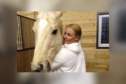 Муж Волочковой подарил ей коня