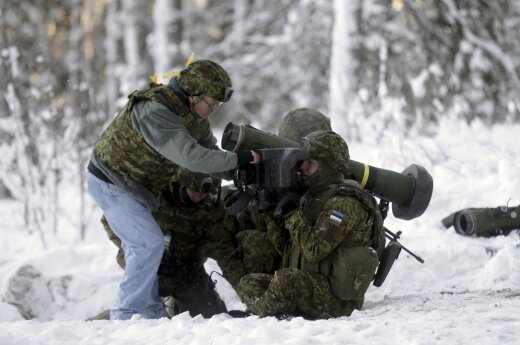 Estijoje ant kojų sukėlė visą kariuomenę
