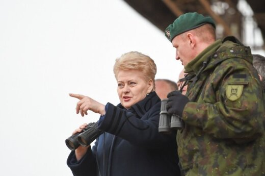 Dalia Grybauskaitė stebi Pabradės poligone karines pratybas Geležinis kardas 2014