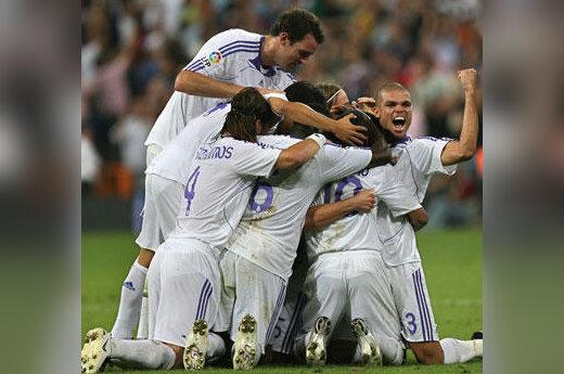 """Madrido """"Real"""" žaidėjai džiaugiasi įvarčiu"""