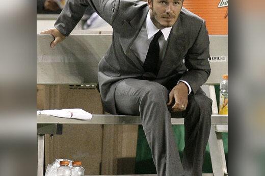 Davidas Beckhamas rungtynėse vilki kostiumą