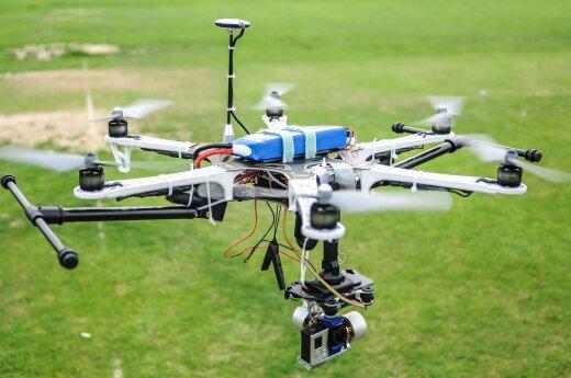 """Facebook szykuje drony """"bombardujące"""" internetem"""