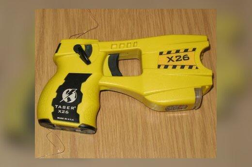 Pristatytas naujas policininkų ginklas - elektrošokas