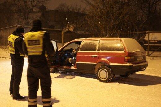 В Вильнюсе предположительно пьяный водитель VW Passat сбил пьяного пешехода
