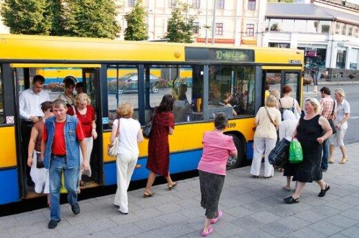С 15 июля вильнюсцы заходят в транспорт только через переднюю дверь