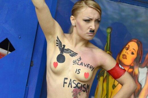 """Femen в образе """"голого Гитлера"""" атакуют бордели"""