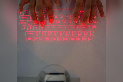 Projektoriuje atsispindinti lazerio spindulių suformuota klaviatūra