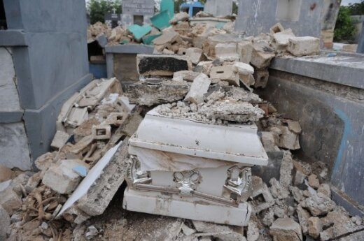 ООН привлекла жителей Гаити к разбору завалов
