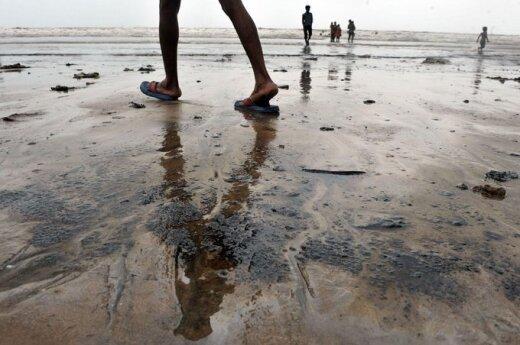 Tony nafty wypłynęło do morza