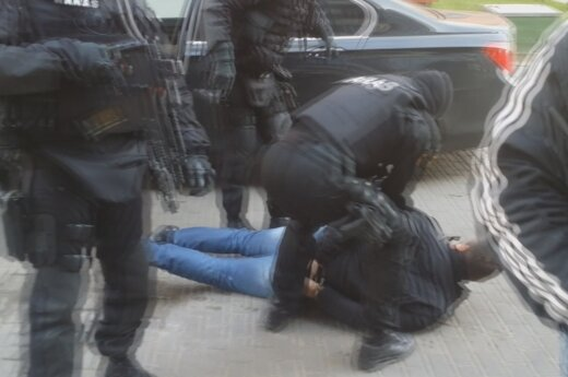 ARAS officers making an arrest
