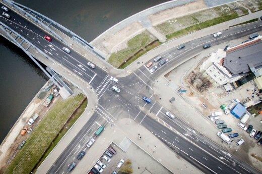 Nepastebimas pavojus keliuose: atšilus orams prasidėjo mirtinos avarijos