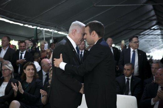 E. Macronas susitikęs su B. Netanyahu pasmerkė Prancūzijos vaidmenį Holokauste