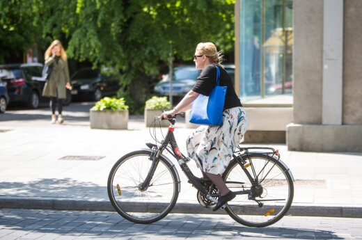 Why are bicycle sales low when cycling is growing ever more popular in Lithuania?