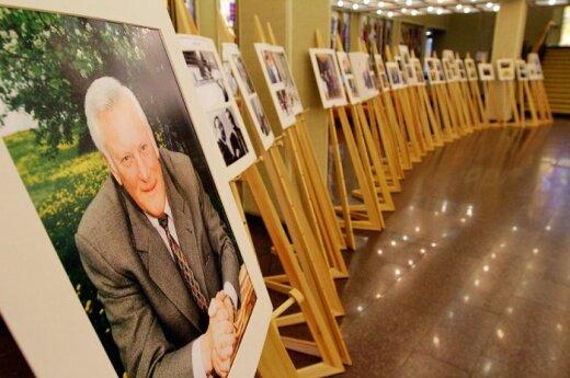 На следующей неделе в Вильнюсе откроют памятную доску Бразаускасу