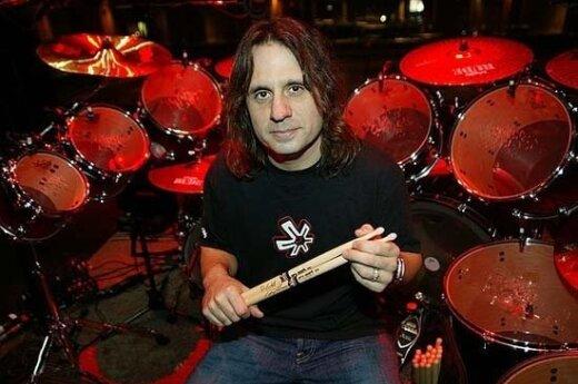 Барабанщика Slayer отстранили от гастролей из-за денег