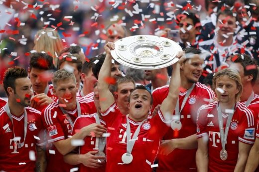 """Miuncheno """"Bayern"""" futbolininkams įteiktas čempionų trofėjus"""
