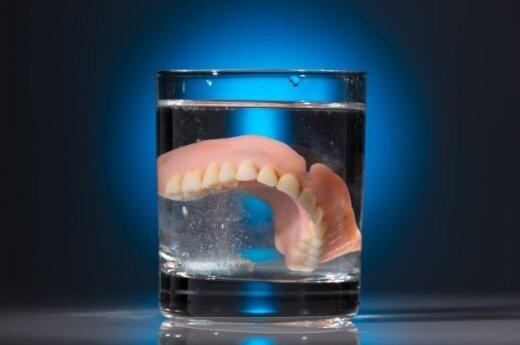 Stomatologija keisis: atrasta, kaip išvengti protezų