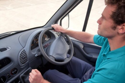 Lithuanian to lift ban on registering right-hand-drive cars
