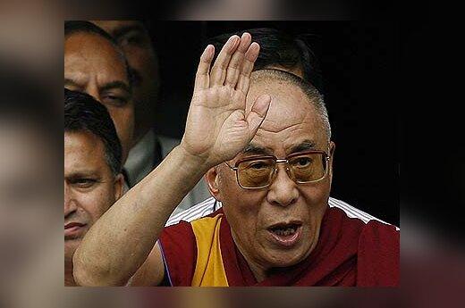 Dalai Lama, išeidamas iš ligoninės, sveikina savo gerbėjus