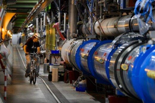 Geriausias būdas keliauti LHC greitintuvo tuneliais - dviračiu
