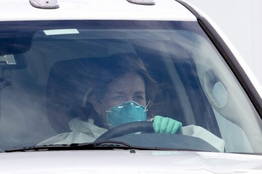 Число погибших от вспышки вируса Эбола достигло 887 человек