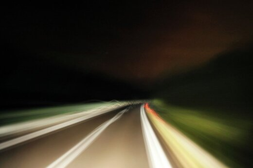 Москвичи рассекают на камеру со скоростью свыше 320 км/ч