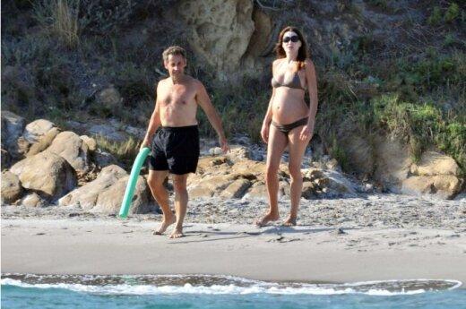 Саркози будет присутствовать на родах Карлы Бруни