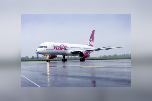 "Lėktuvas ""Boeing 757-200"", ""flyLAL"""