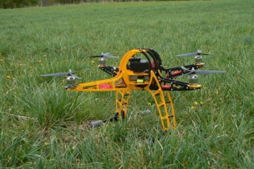 Литовские энтузиасты создали летающего робота