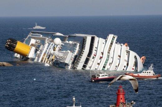 Круизный лайнер Costa Concordia с четырьмя тысячами людей на борту сел на мель