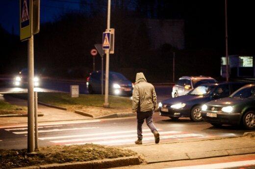 Pėstysis perėjoje ir automobiliai