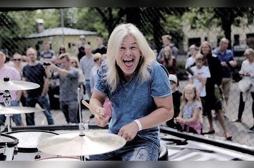 ФОТО: В Риге одновременно сыграли сотни барабанщиков