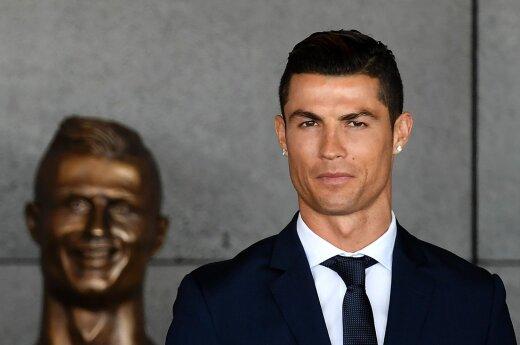 Cristiano Ronaldo biustas Madeiros oro uoste