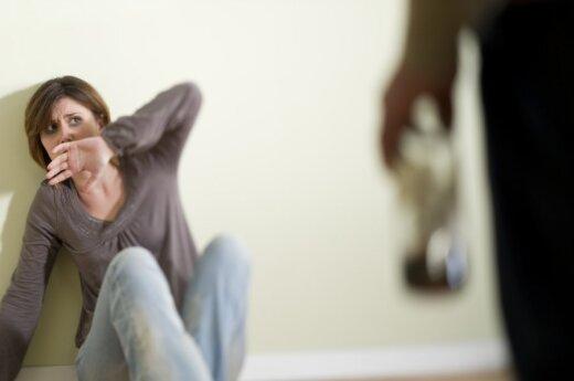 Smurtą 18 metų kentėjusios moters istorija: baimė, prarastas kūdikis ir viltis