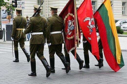 Kilus grėsmei lietuviai savo valstybės ginklu negintų