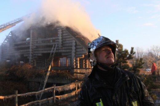 Šalia Gargždų degė žinomo verslininko namas