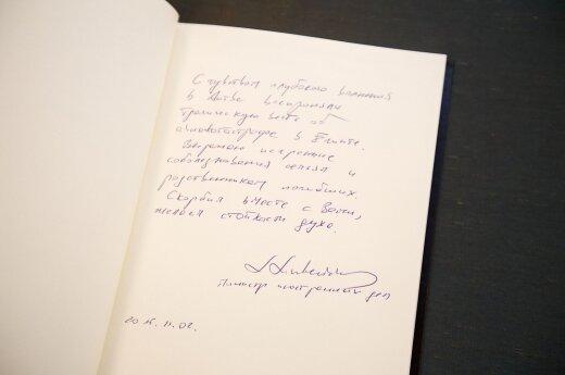 Спикер Cейма и глава МИДа Литвы оставили подписи в книге соболезнований в посольстве РФ