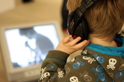 Visuomeninė televizija bruka vaikams reklamą?