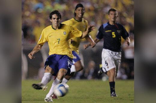 Brazilas Kaka pelno įvartį