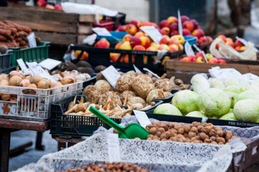 Vaisiai ir daržovės turgavietėje