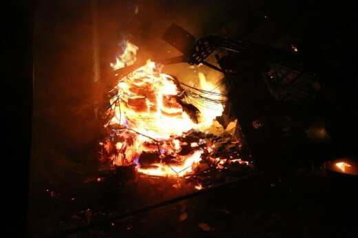 В Румшишкес загорелся лакировочный цех