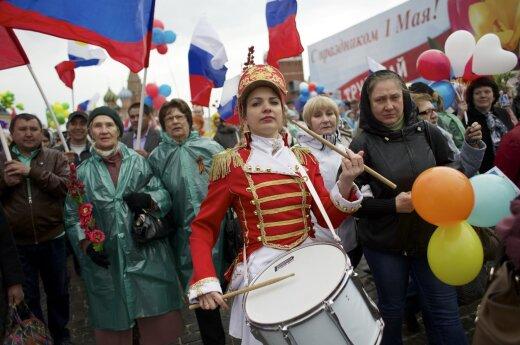 Rusai švenčia Gegužės 1-ąją